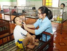 Chăm trẻ khuyết tật ở Tiền Giang