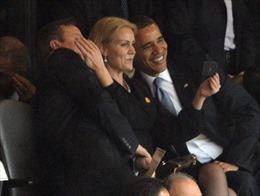 Sự thật đằng sau bức ảnh 'tự sướng' của Obama