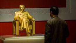 Trung Quốc công bố tượng lãnh tụ Mao Trạch Đông dát vàng