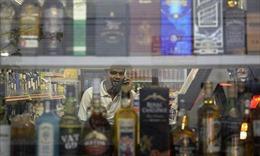 Lệnh cấm uống rượu ở khu Tiểu Ấn tiếp tục có hiệu lực
