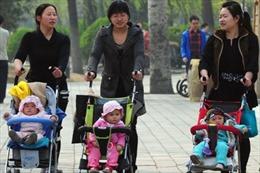 Trung Quốc nới lỏng chính sách 'một con', xóa 'cải tạo lao động'