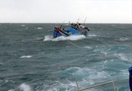 Khẩn trương tìm kiếm ngư dân gặp nạn ở Bình Thuận