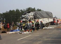 Xe tải đâm nhau, 3 người chết và bị thương