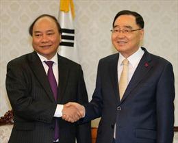 Phó Thủ tướng Nguyễn Xuân Phúc hội kiến Thủ tướng Hàn Quốc