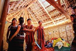 Lễ mừng nhà mới của người Pa Cô
