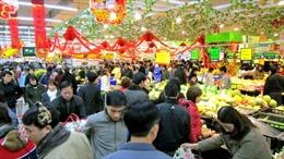 TP.HCM: 'Sốt' hàng trang trí, tăng giá thực phẩm thiết yếu