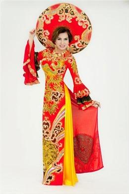 Áo dài truyền thống toả sắc xuân