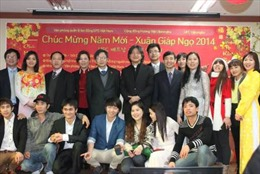 Thăm và tặng quà cộng đồng người Việt tại Hàn Quốc