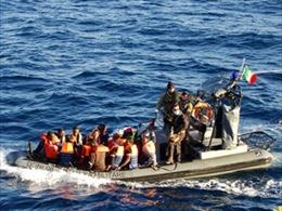 Italy giải cứu hàng trăm người trôi dạt trên biển