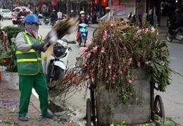 Thu gom rác chiều 30 tết ở Hà Nội