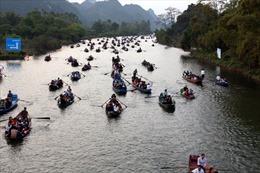 Hàng vạn người nô nức khai hội Chùa Hương
