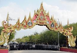 Người biểu tình bao vây Tòa nhà Chính phủ Thái Lan