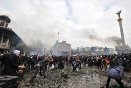 Người biểu tình Ukraine chiếm lại Quảng trường Độc lập