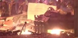 Xe thiết giáp cháy nổ ngùn ngụt ở Kiev