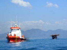 Cứu nạn tàu câu mực cùng 30 thuyền viên