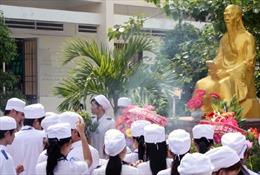 Phó Thủ tướng Vũ Đức Đam dâng hương tưởng niệm Hải Thượng Lãn Ông