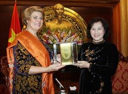 Phó Chủ tịch QH Nguyễn Thị Kim Ngân nhận giải thưởng UNICEF