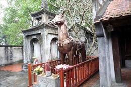 Hà Nội kiên quyết đưa hiện vật 'lạ' ra khỏi đền Phù Đổng