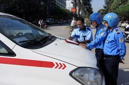 Lái xe taxi Hà Nội bắt chẹt du khách Mỹ