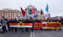 Người biểu tình Ukraine vây các chi nhánh ngân hàng Nga