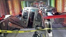 Tàu điện ngầm Mỹ lao lên cầu thang cuốn