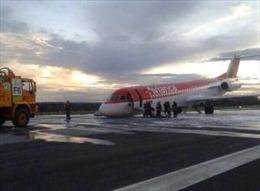 Máy bay chở khách hạ cánh bằng bụng