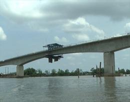 Hợp long cầu cuối cùng của đường Hồ Chí Minh