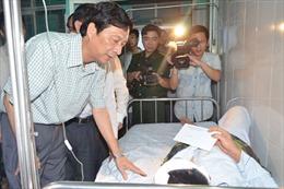 Thăm hỏi gia đình các chiến sỹ hy sinh và bị thương ở cửa khẩu Quảng Ninh