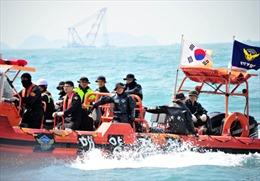 Đẩy nhanh cứu hộ phà chìm Hàn Quốc