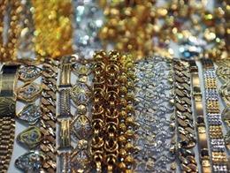 Vàng rớt giá khi lực bán tăng mạnh