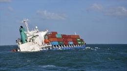 Trục vớt thành công tàu container bị đâm chìm