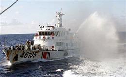 Trung Quốc tăng 2 tàu quân sự gần giàn khoan