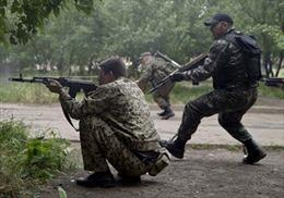 Binh sĩ Ukraine giao tranh ác liệt ở miền Đông