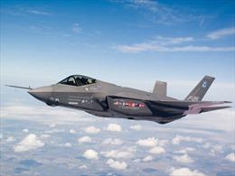Siêu máy bay F-35B trở lại bầu trời