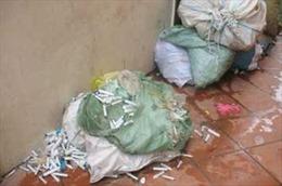Phát hiện phế liệu chứa rác thải y tế tại làng nghề tái chế nhựa
