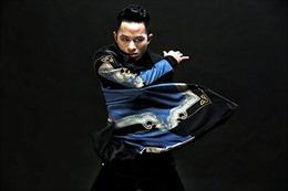 """Tùng Dương hát """"Chiếc khăn Piêu"""" tại hòa nhạc Toyota"""