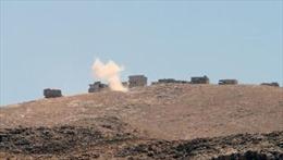 IS chiếm thị trấn Iraq, đánh chiếm căn cứ Syria