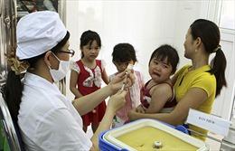 Hà Nội tiêm vắcxin sởi-rubella trên diện rộng