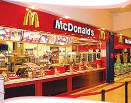 """McDonald và Yum Brands """"bầm dập"""" vì thịt bẩn Trung Quốc"""