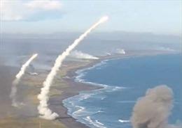 Đạn pháo rợp trời trong cuộc tập trận 'Vostok' của Nga