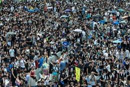 Hong Kong vẫn tê liệt vì biểu tình