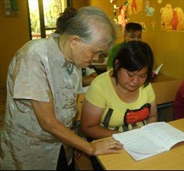 Lớp học tình thương trẻ em khuyết tật của bà giáo già