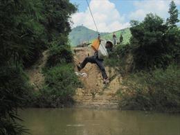 Đu cáp treo tự chế qua sông, một người tử vong