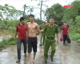 Thưởng nóng cán bộ, chiến sĩ phá nhanh vụ cướp tiệm vàng Ngọc Bốn- Hà Nam