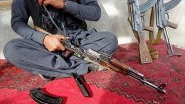 Cảnh sát bán vũ khí cho phiến quân để kiếm sống