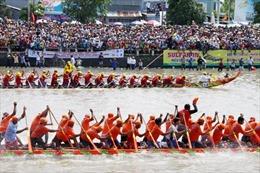 Tưng bừng lễ hội đua ghe Ngo