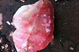 Cảnh giác việc thương lái nước ngoài thu gom đá đỏ