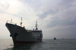 Tàu Hải quân cứu 7 ngư dân