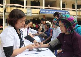 Khám bệnh, cấp thuốc miễn phí cho người nghèo tại Cao Bằng