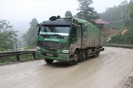 Thanh Hóa: Xử phạt đoàn xe chở quặng quá tải trọng